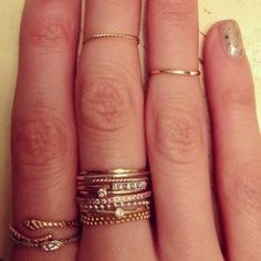I need to get me some dainty rings! Love the layered look!!