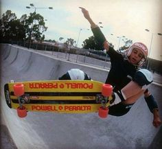 Old School Skateboards, Vintage Skateboards, Skate Photos, Skateboard Pictures, Skate And Destroy, Skate Art, Skater Boys, California Surf, Skate Decks