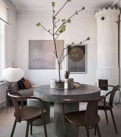 Warm and curated home - via Coco Lapine Design