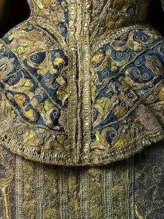 detail, Ensemble - late century - Spanish - silk, linen - in collection of Metropolitan Museum of Art Mode Renaissance, Renaissance Fashion, Historical Costume, Historical Clothing, 1500s Fashion, 16th Century Fashion, 17th Century, Moda Retro, Vintage Outfits