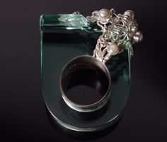 Mademoizelle Sefra's jewelry Ring in 925 sterling silver, crystal and pearls  Dimensions : 3 cm wide x 1,5 cm thick x 1,5 cm (above the ring)