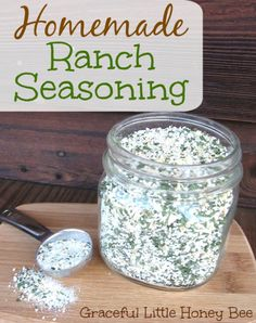 This homemade ranch seasoning is easy to make and will save you money! 1 cups dried buttermilk (or regular powdered milk) 1 cup minced dried onions cup dried parsley flakes 2 tbsp salt 1 tbsp garlic powder 1 tsp onion powder 1 tsp black pepper Homemade Ranch Seasoning, Seasoning Mixes, Seasoning Recipe, Italian Seasoning, Homemade Spices, Homemade Seasonings, Homemade Dry Mixes, Food Storage, Homemade Tacos