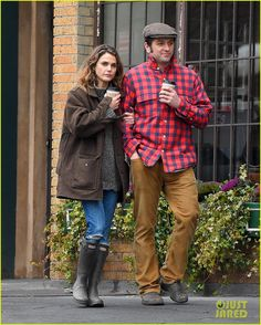 Keri Russell & Matthew Rhys Couple Up for Rainy Brooklyn Stroll: Photo 3272254 | Keri Russell, Matthew Rhys Pictures | Just Jared