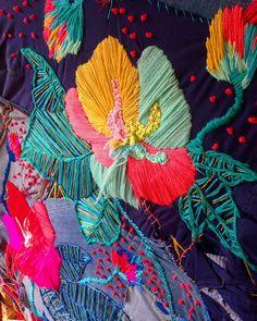 Desde mañana estará mi bordado sobre jeans reciclados para @gapchile en el piso diseño de @parquearauco ❤️❤️ #reciclagap con @jacintab @oliviaallamand_art @miapinturas @anabonamico @matiassantamariacea @sebmaquieira @totoyzamudio
