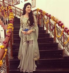 Latest Bridal Gharara Designs 2017 Find here stylish and trendy partywear Sharara designs thats most famous in this wedding seasion Mehendi Outfits, Pakistani Wedding Outfits, Pakistani Dresses, Indian Dresses, Indian Outfits, Pakistani Gharara, Pakistani Mehndi, Nikkah Dress, Walima