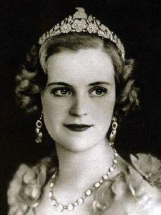 Queen Géraldine, Queen consort of King Zog I, wearing Goat Tiara, Albania (diamonds).