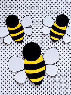 These PRINTABLE (DIY) decals are perfect for an upcoming birthday party. Print the file at home or your local print shop and then cut! Print, cut and party! Its as easy as that! This listing is for DIY PRINTABLE bee decals: Bumble Bee Birthday, Bee Party, Spelling Bee, Bee Theme, Queen Bees, Party Printables, Art Plastique, Drawings, Handmade