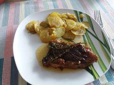 Rib-eye steak with thyme and roasted potatoes 🍷