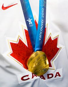 Jonathan Toews' Olympic Gold Medal (Source: itschrisevans || Tumblr)