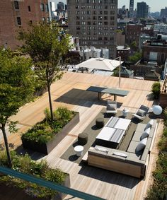 Outdoor Terrace in a SoHo Loft by Gabellini Sheppard Associates Soho Loft, Rooftop Terrace Design, Terrace Garden, Rooftop Gardens, Roof Design, House Design, Floating Staircase, Luxury Penthouse, Landscape Design