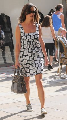 10/2/2011: Pippa goes shopping (Kensington & Chelsea, London)
