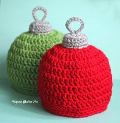Repeat Crafter Me: Crochet Christmas Ornament Hat Pattern