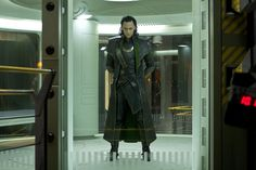 Still of Tom Hiddleston in The Avengers (2012) http://www.movpins.com/dHQwODQ4MjI4/the-avengers-(2012)/still-3911365632