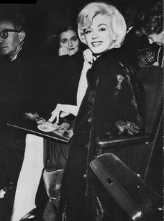 #marilynmonroe #macbeth #showbiz Macbeth Play, Edward Clark, Marilyn Monroe 1962, Elliott Erwitt, Milton Greene, Ectopic Pregnancy, Joe Dimaggio, On Set, Nyc