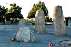 """""""¡Anda una mano!"""", es lo que exclaman los visitantes al ver """"Dedos"""", de Mario Irarrázaval, Parque Juan Carlos I. http://barriosdemadrid.net/madrid-en-el-pais-de-las-maravillas-parque-juan-carlos-i/"""