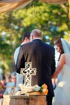 Non-traditional Wedding Ideas: Unity Cross