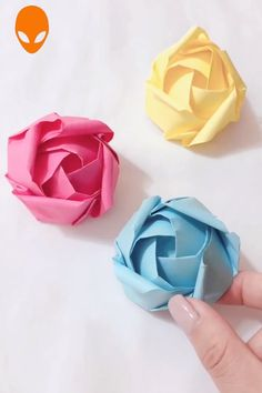 Ten Origami to impress your friendsYou can find Origami rose and more on our website.Ten Origami to impress your friends Origami Design, Diy Origami, Paper Crafts Origami, Oragami, Best Origami, Origami Balloon, Origami Wallet, Dollar Origami, Origami Bookmark