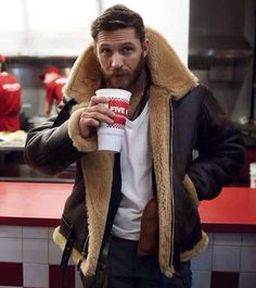 @cockpitusa is running 15% off men's shearling coats plus free shipping with code SNOWDAY this weekend (Including this legendary jacket as worn by the @tomhardy_real ) We will link to them in our bio...