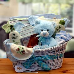Our deluxe version is filled with sweet gifts that say welcome baby and give the new parents peace of mind. High quality 100% organic fabric baby items are sure to be a highly appreciated gift. The De