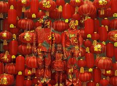Liu Bolin Continues to Get Lost in the Background - My Modern Metropolis