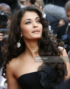 Actress Aishwarya Rai arrives for the 'The Da Vinci Code' World Premiere & Opening Gala at the Palais des Festivals as part of the 59th International Cannes Film Festival on May 17, 2006 in Cannes, France.