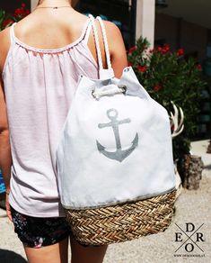 """Ein maritimes Sommer Must-have – die Strandtasche """"Naomi"""", der stylischer Seesack mit Korbboden. Der Anker Aufdruck ist aus Glitter und funkelt in der Sonne, der Unterteil ist aus Korb gefertigt. Mit dem praktischem Trage-Seil lässt sich die Tasche auch bequem wie ein Rucksack tragen. Diese stylische Tasche peppt sie jedes Outfit auf! Strand, Reusable Tote Bags, Outfit, Fashion, Silver Glitter, Duffel Bag, Anchor, Spring Summer, Sun"""