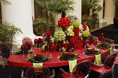 Elegant Red and Green Combination Table Setting!