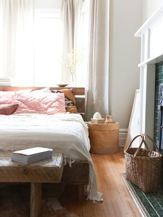 easy, relaxed bedroom