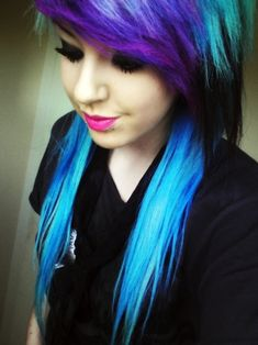 blue and purple hair, bright pink lips, dark eye makeup, snake bites <3