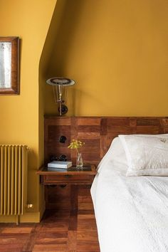 10 Surprising Tips: Interior Painting Schemes Whole House interior painting canvas canvases.Living Room Paintings Wall interior painting tips home improvements. Mustard Yellow Bedrooms, Mustard Yellow Walls, Bedroom Yellow, Yellow Walls Living Room, Mustard Bedroom, Yellow Rooms, Interior Desing, Interior Walls, Interior Painting