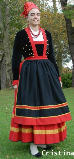 Pasiega. Valle de Pas. Cantabria Folk Costume, Costumes, Folk Clothing, Traditional Dresses, Folklore, People, Photography, Clothes, Whimsical