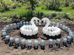 Garden Deco, Garden Art, Garden Design, Plastic Bottle Art, Plastic Bottle Flowers, Garden Crafts, Garden Projects, Succulent Outdoor, Cement Flower Pots