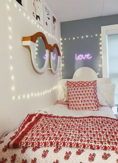 The Popular Dorm Room Decorations Ideas For Girls In 2020 – Girls uses their dorm rooms for two things: studying and relaxing. Turn your college dorm room Cute Room Ideas, Cute Room Decor, Dream Rooms, Dream Bedroom, Dorm Room Designs, Christmas Room, Aesthetic Rooms, Home Office, My New Room