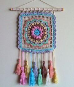 Mode Crochet, Crochet Home, Knit Crochet, Granny Square Crochet Pattern, Crochet Patterns, Yarn Crafts, Diy And Crafts, Crochet Wall Hangings, Crochet Flowers