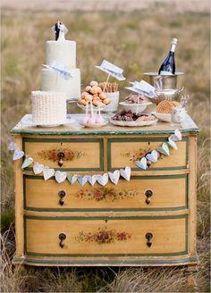 Vintage Wedding Furniture - Weddbook #catering #bodas