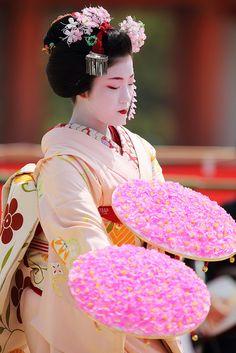 Maiko - Heian Jingu Shrine, Kyoto, Japan
