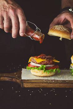 """Pan, carne, tomate, lechuga, cebolla... Cómo se le puede llamar a esta combinación de ingredientes """"comida basura""""? Espero que algunos..."""