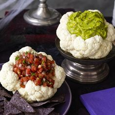 Cauliflower is hollowed out and filled with avocado dip to make a realistic brain that you will enjoy serving to guests! Perfect for Halloween parties. Pumpkin Carving Party, Spooky Food, Halloween Treats, Halloween Party, Halloween Decorations, Healthy Eating Recipes, Cauliflower, Good Food, Fun Food