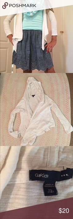 White wrap GAP kids NWOT This soft cotton white wrap features a hood and  sleeves with 28503f0a3c1
