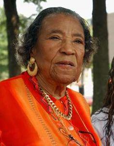Civil rights activist Amelia Boynton Robinson dies at 104