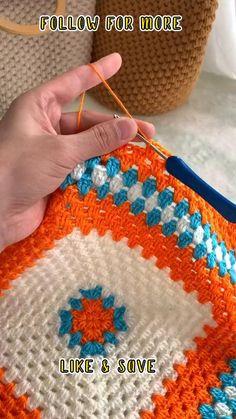 Beginner Crochet Tutorial, Crochet Stitches For Beginners, Crochet Instructions, Crochet Stitches Patterns, Crochet Videos, Crochet Basics, Embroidery Patterns, Granny Square Crochet Pattern, Crochet Squares