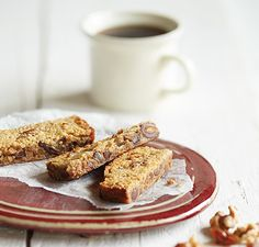 Gluten-Free Date Nut Bars made in the Vitamix Gluten Free Cookies, Gluten Free Recipes, Sin Gluten, Barres Sans Gluten, Vitamix Recipes, Cooking Recipes, Healthy Sweets, Healthy Snacks, Date Nut Bars