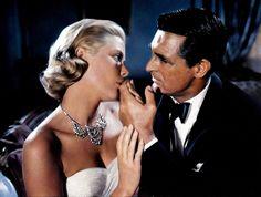 """Cary Grant y Grace Kelly en """"Atrapa a un ladrón"""", 1955"""