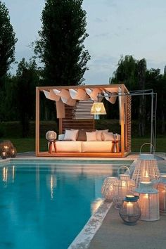 et pourquoi pas un coin canapé au abords de la piscine