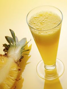 Most healthy pineapple juice benefits - Spark Love Health Remedies, Home Remedies, Natural Remedies, Smoothie Recipes, Smoothies, Juice Recipes, Sumo Natural, Pineapple Vodka, Turmeric Recipes