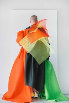 "Layering, Via ""Antwerp Fashion Department graduate Sanan Gasanov created an elaborate triple-award winning couture collection, which incorporated 15 fabrics in each piece. Anti Fashion, Fashion Art, High Fashion, Fashion Show, Fashion Looks, Fashion Design, Mens Fashion, Conceptual Fashion, Sculptural Fashion"