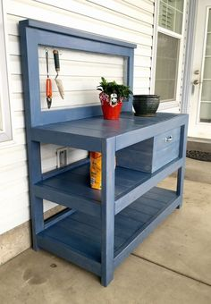 If you're tired of starting seeds on the kitchen counter, use these free, DIY potting bench plans to build your own outdoor potting station! Outdoor Potting Bench, Potting Bench Plans, Potting Tables, Potting Bench With Sink, Potting Sheds, Outdoor Storage, Diy Bank, Potting Station, Building A Shed