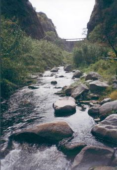 Muro del dique visto desde la Quebrada. Olta, La Rioja. Argentina