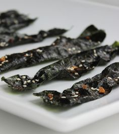 Sesame-Garlic Nori Chips -- healthy and addictive