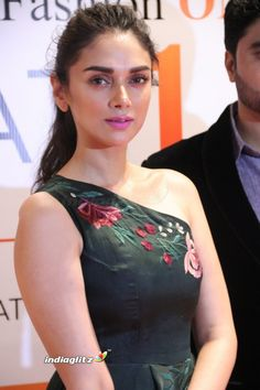 Aditi Rao Hydari Looks Super Hot At The Audi Ritz Style Awards 2017 ★ Desipixer ★ Bollywood Actress Hot Photos, Indian Bollywood Actress, Tamil Actress Photos, Indian Actresses, Bollywood Stars, Bollywood Girls, Bollywood Fashion, Indian Actress Images, Beautiful Indian Actress